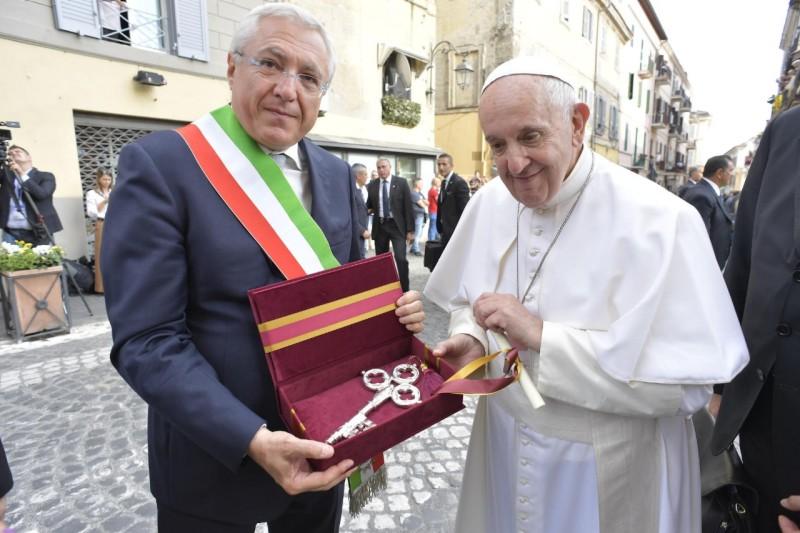 Las llaves de la ciudad de Albano para el Papa