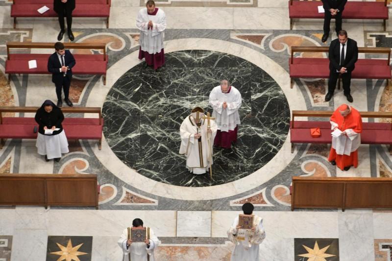 Procesión del Papa en San Pedro