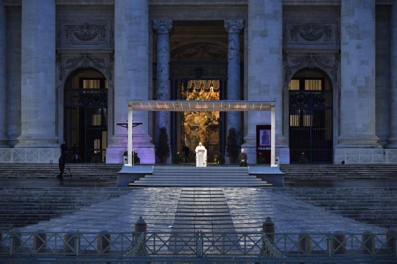 """Moment of prayer and """"Urbi et Orbi"""" Blessing presided over by Pope ..."""