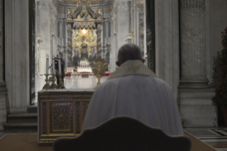 "10-Moment of prayer and ""Urbi et Orbi"" Blessing presided over by Pope Francis"