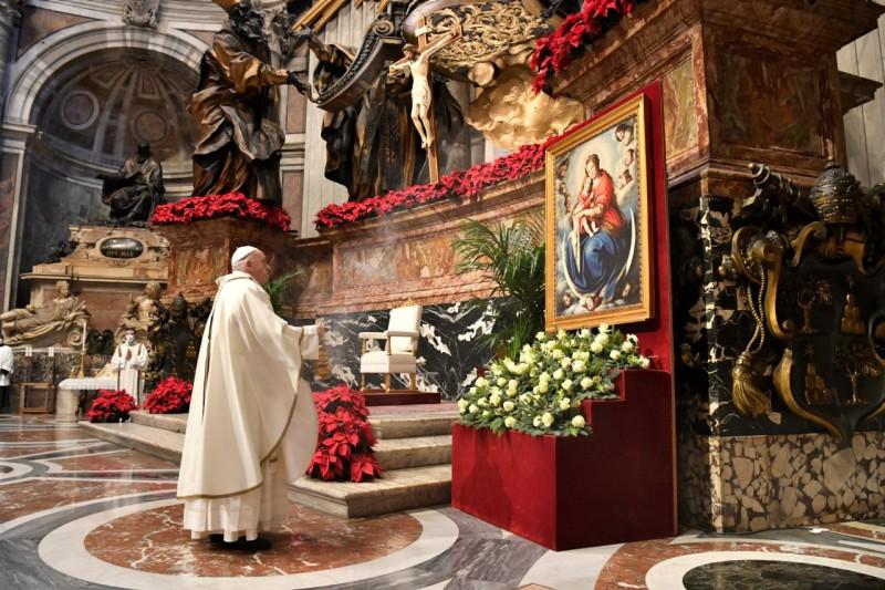 El Papa y la Virgen