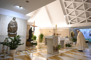 "0-Holy Mass presided over by Pope Francis at the Casa Santa Marta in the Vatican: ""Learning to live in moments of crisis"""
