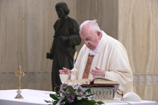 "4-Holy Mass presided over by Pope Francis at the Casa Santa Marta in the Vatican: ""Learning to live in moments of crisis"""