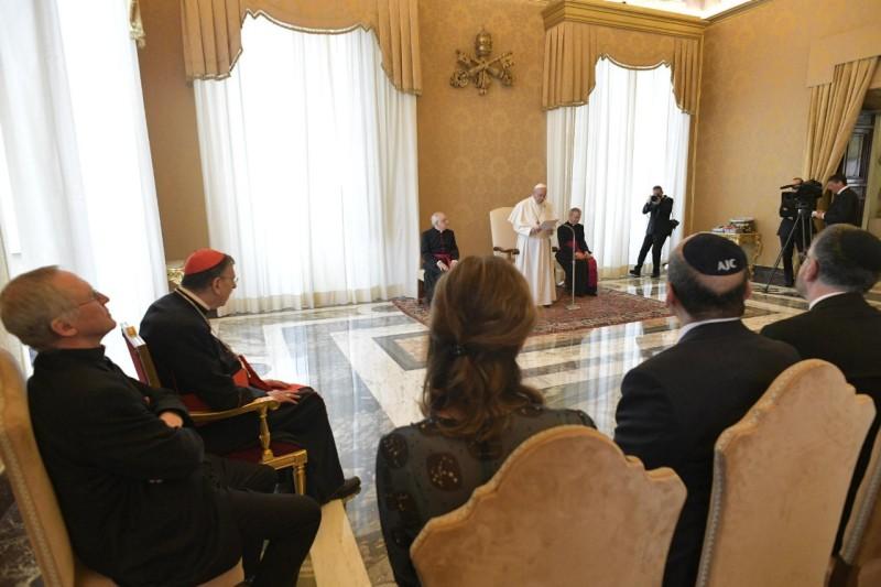 Papa y comité judío americano