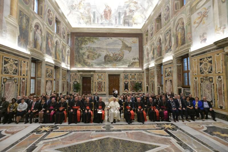 Papa y dicasterio de Laicos