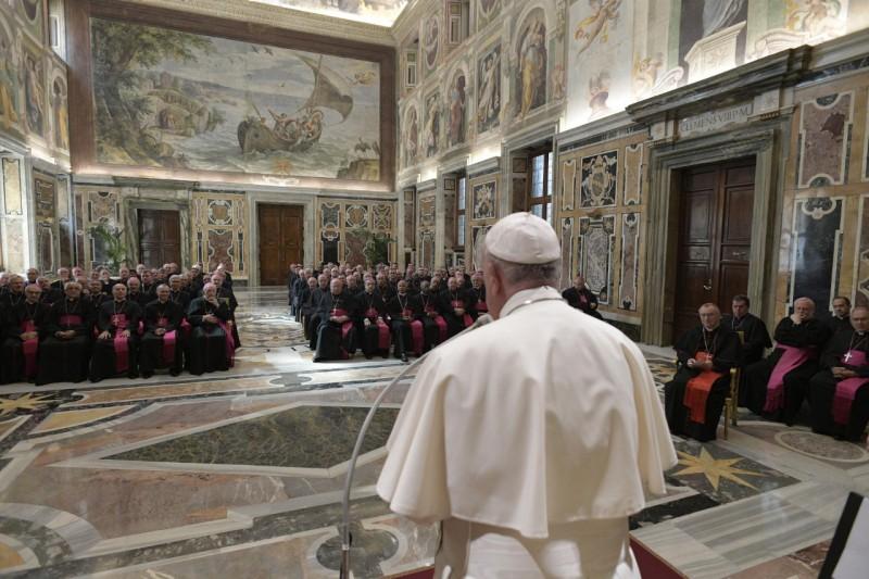 El Papa guía la barca de Pedro