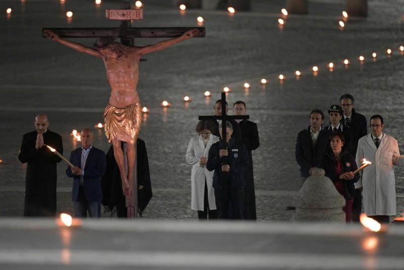 Estación del Via Crucis en San Pedro