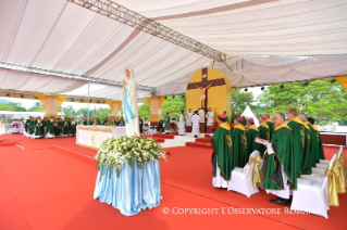9-Apostolic Journey to Myanmar: Holy Mass
