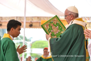12-Apostolic Journey to Myanmar: Holy Mass