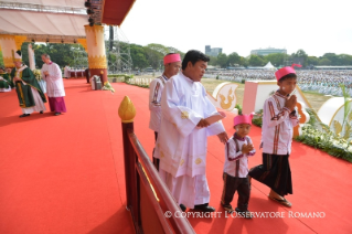 17-Apostolic Journey to Myanmar: Holy Mass