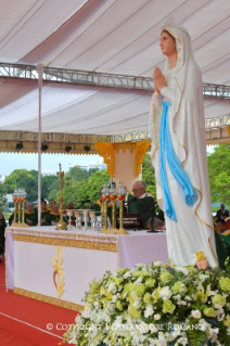 18-Apostolic Journey to Myanmar: Holy Mass
