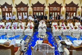 4-Apostolic Journey to Myanmar: Meeting with the Supreme