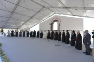 10-Patoral Visit to Bari: Prayer meeting