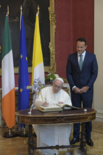 12-Apostolic Visit to Ireland: Meeting with Authorities, Civil Society and Diplomatic Corps