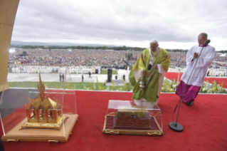 2-Apostolic Visit to Ireland: Holy Mass