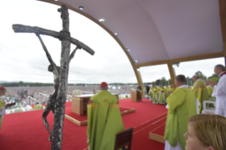4-Apostolic Visit to Ireland: Holy Mass