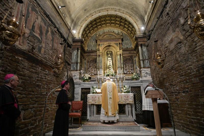 Misa del Papa en la Gruta de Loreto