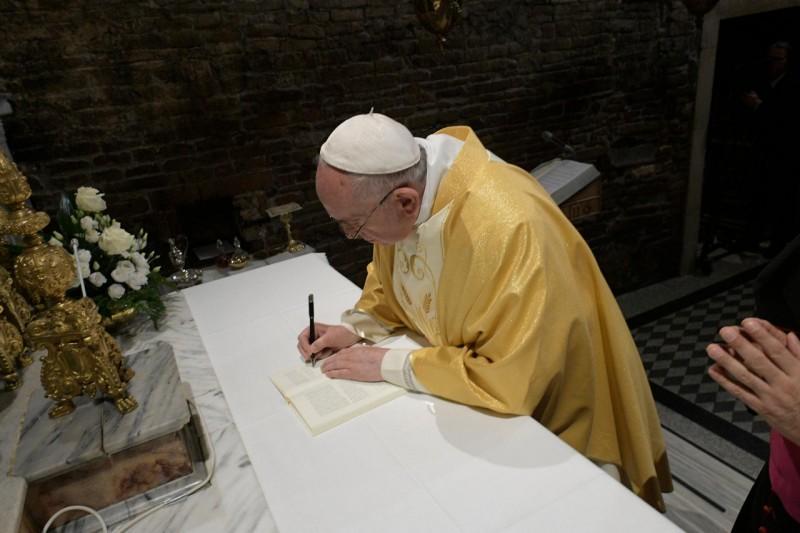 Firma de la exhortación apostólica