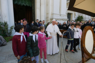 1-Visit to Loreto: Meeting with the faithful
