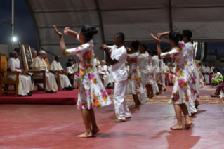 5-Apostolic Journey to Madagascar: Vigil with the Young