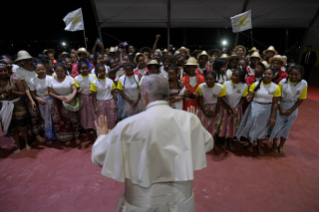 18-Apostolic Journey to Madagascar: Vigil with the Young