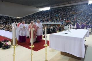 12-Apostolic Journey to Morocco: Holy Mass