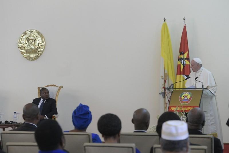 Papa y presidente de Mozambique