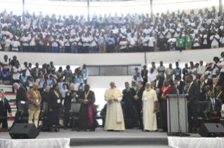5-Apostolic Journey to Mozambique: Interreligious Meeting with the Young