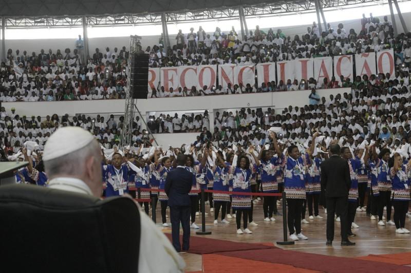 Papa,jóvenes, reconciliación