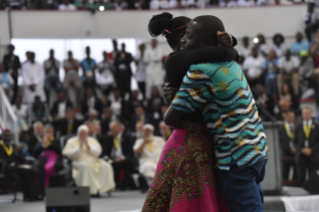 4-Apostolic Journey to Mozambique: Interreligious Meeting with the Young