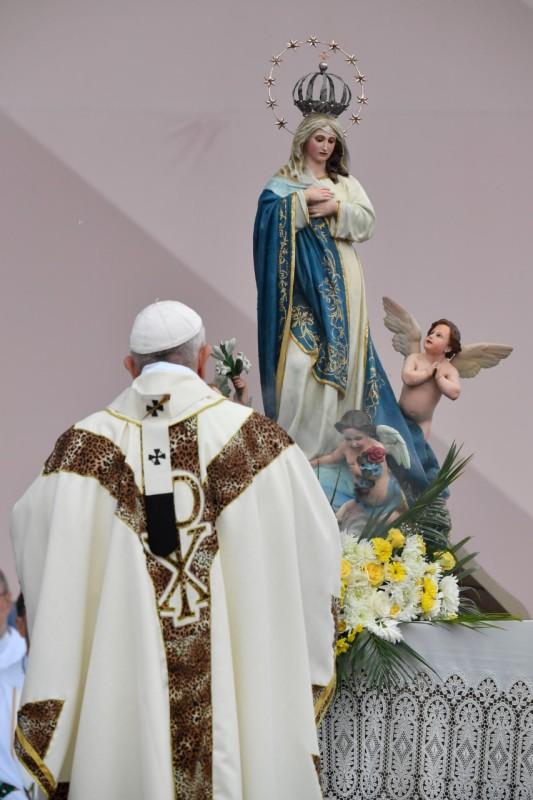 El papa y la Inmaculada de Maputo