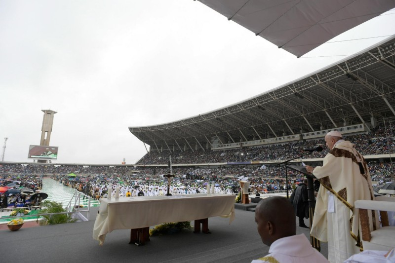 Misa en el estadio de Zimpeto