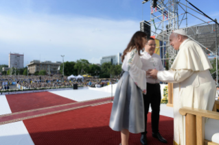 6-Apostolic Journey to Romania: Marian meeting with young people and families