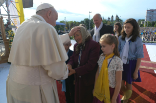 4-Apostolic Journey to Romania: Marian meeting with young people and families