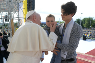 8-Apostolic Journey to Romania: Marian meeting with young people and families