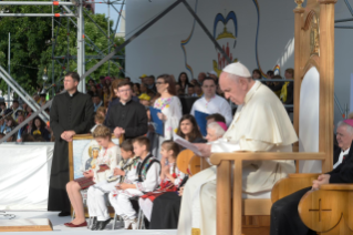 15-Apostolic Journey to Romania: Marian meeting with young people and families