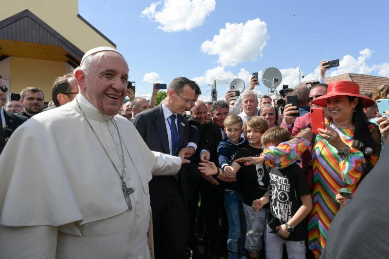 Francisco, con los romaníes