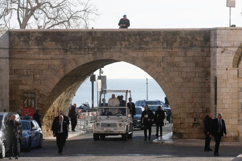 El Papa entra en Bari