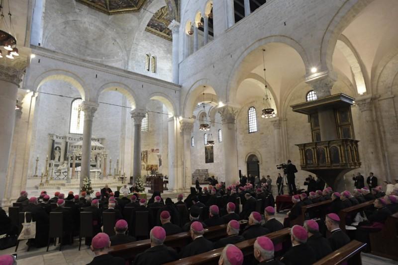 El Papa, en la catedral de Bari