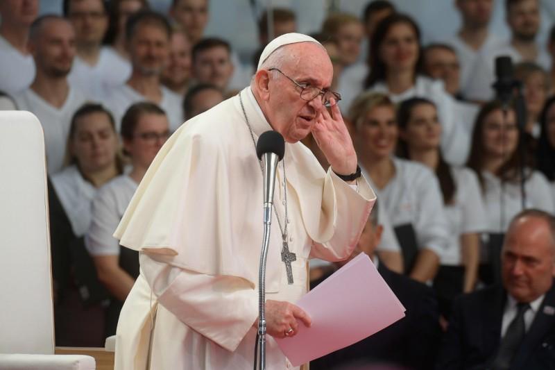 El Papa escucha a los jóvenes