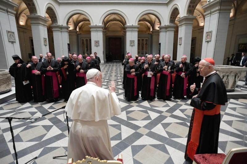 Bendición a los obispos húngaros