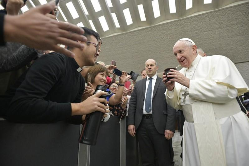 El Papa toma mate