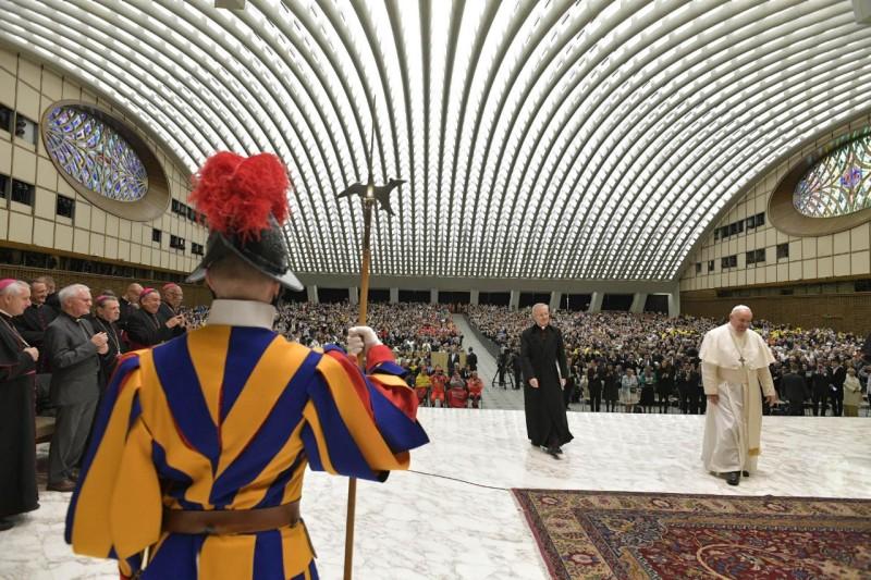 El Papa, en la audiencia en la sala Pablo VI