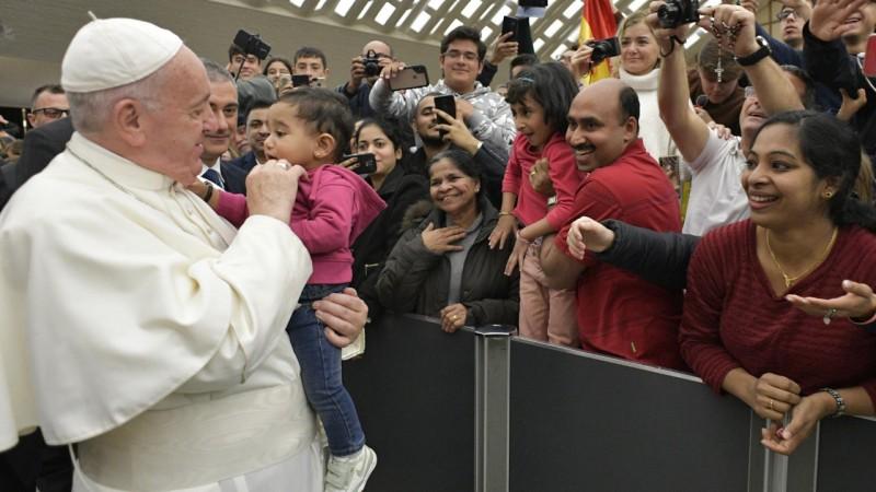 El Papa y un bebé, en la audiencia