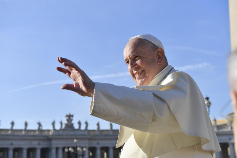 Papa saluda