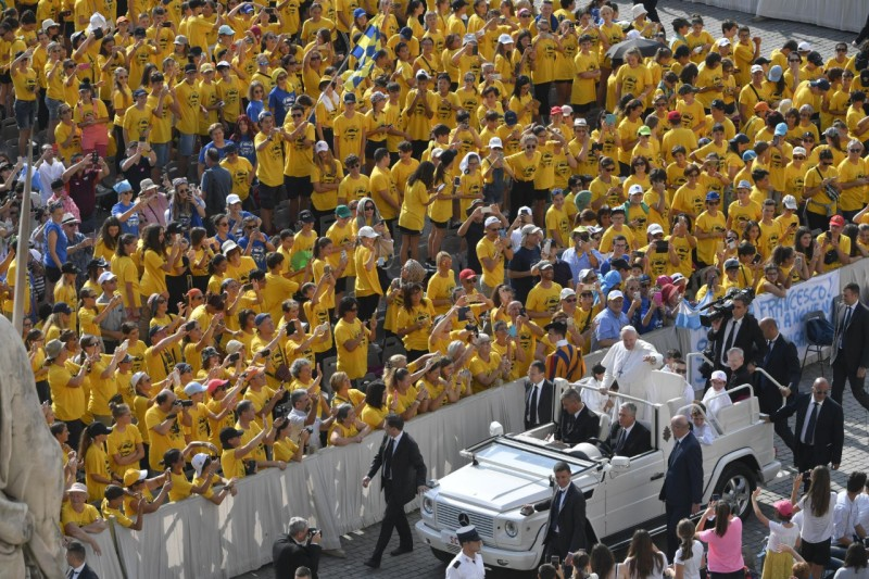 Los fieles, con el Papa en San Pedro