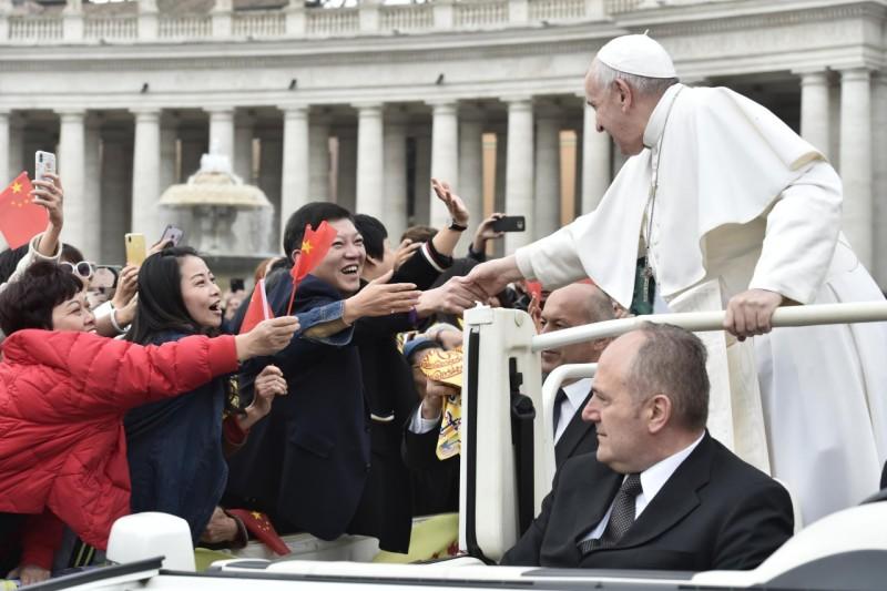 Francisco, con fieles chinos durante la audiencia