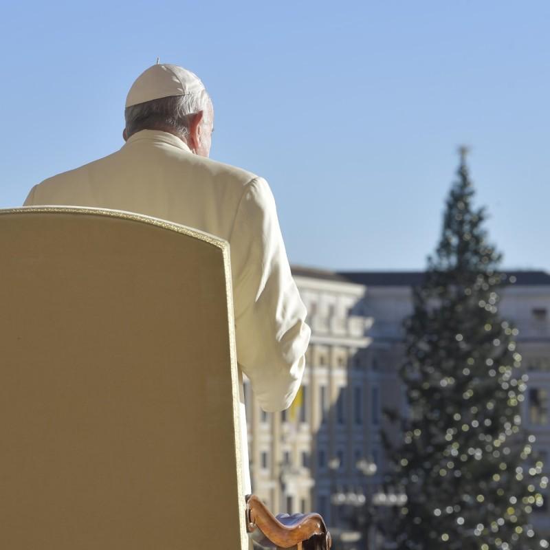 El Papa y el árbol de Navidad