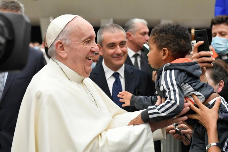 El Papa y un niño
