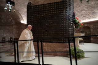 "8-Visit of the Holy Father Francis to Assisi: Holy Mass and signing of the new Encyclical <i>""All Brothers"", on fraternity and social friendship</i>"